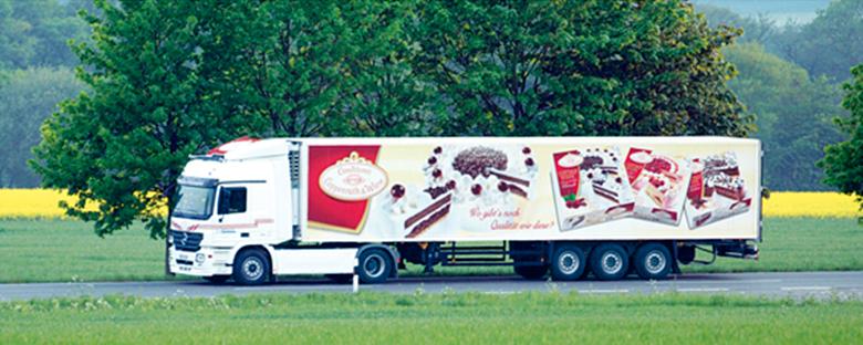 LKW mit einer Werbeaufschrift von Coppenrath & Wiese