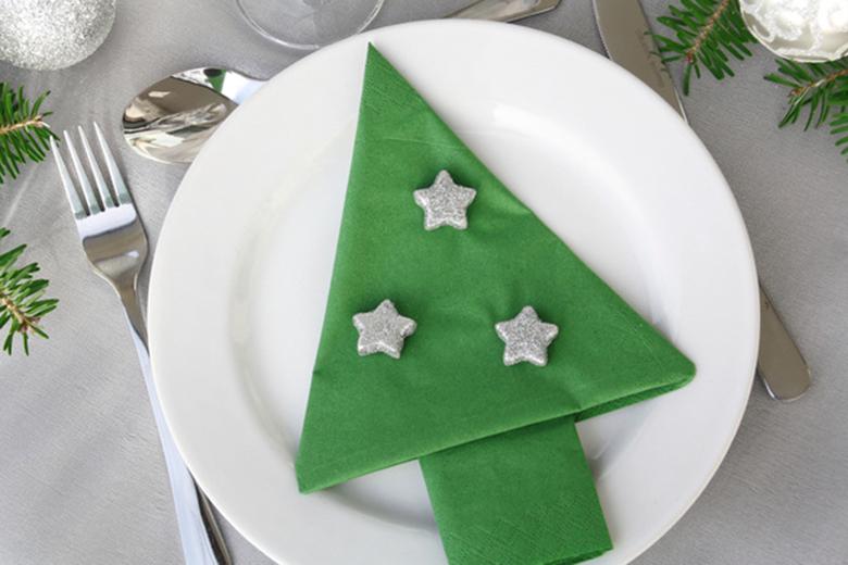 Tischdeko weihnachten servietten  Kuchen zu Weihnachten: Weihnachtliche Torte von Coppenrath & Wiese »